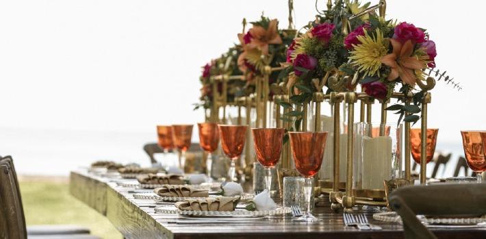 Photo d'une table de mariage décorée dans un château d'exception en France