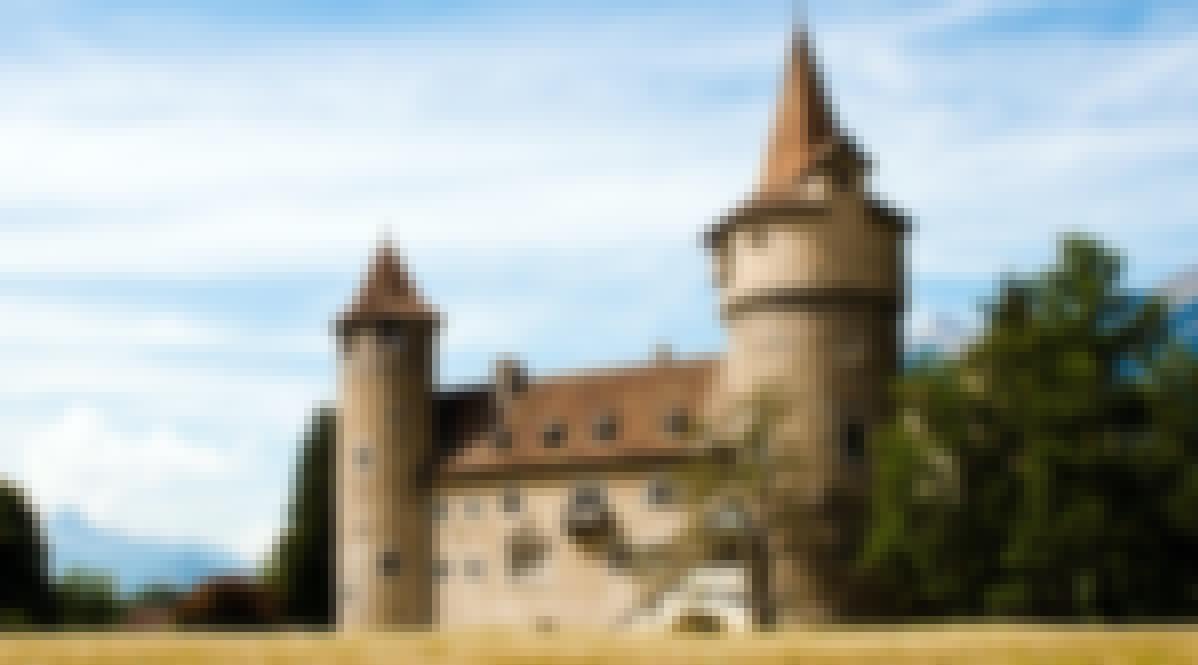 Photo de la façade d'un château en France