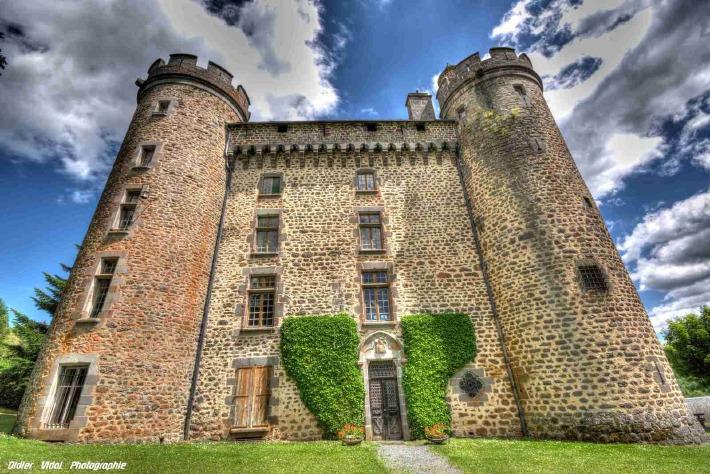 Photo du château des Ternes dans le Cantal