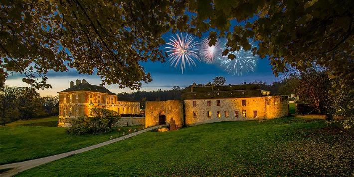 Photo de la façade du château de Vallery en Bourgogne