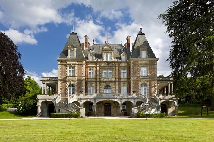 Photo de la façade du château de Bouffémont dans le 95