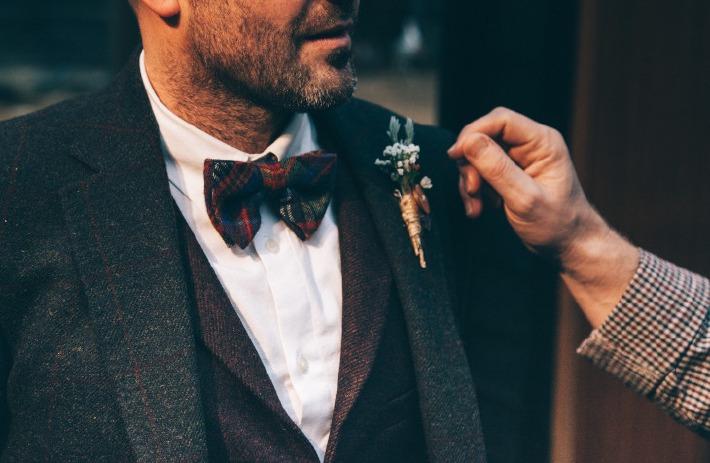 Photo d'un marié et de son témoin ou best man