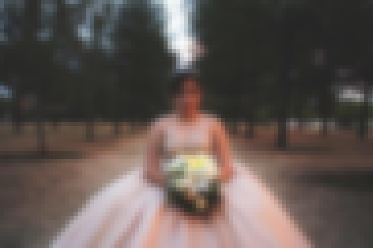 Photo d'une mariée dans un bois