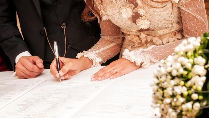 Signature de l'acte de mariage en mairie