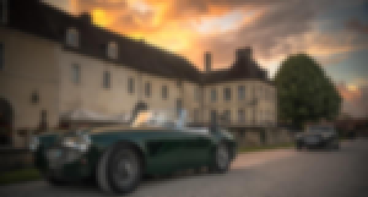 Photo de la façade d'un château proposé à la location pour des mariages