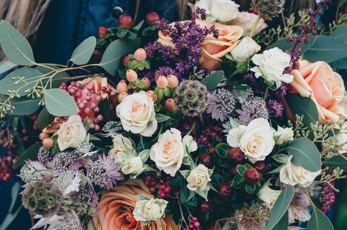 Photo d'un bouquet de mariage bohème imaginé par un fleuriste de mariage à Clermont