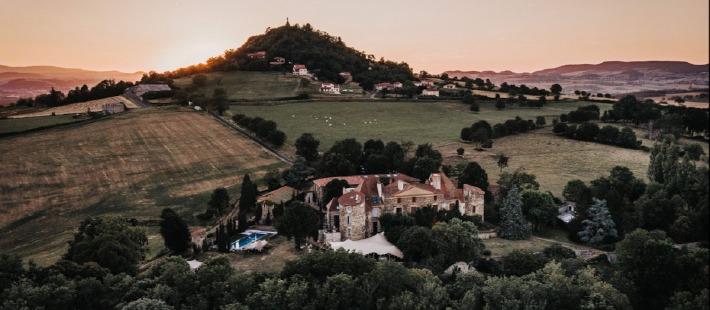 Le Château de Bois Rigaud propose la privatisation de son domaine pour un mariage d'exception en Auvergne.
