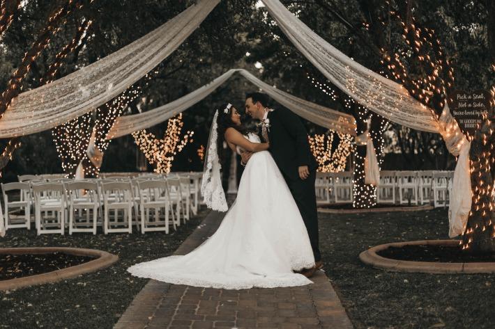 Photo d'un couple photographié pour leur mariage en Auvergne