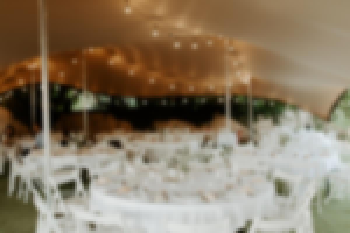 photo d'un chapiteau de mariage proposé à la location près de Clermont-Ferrand