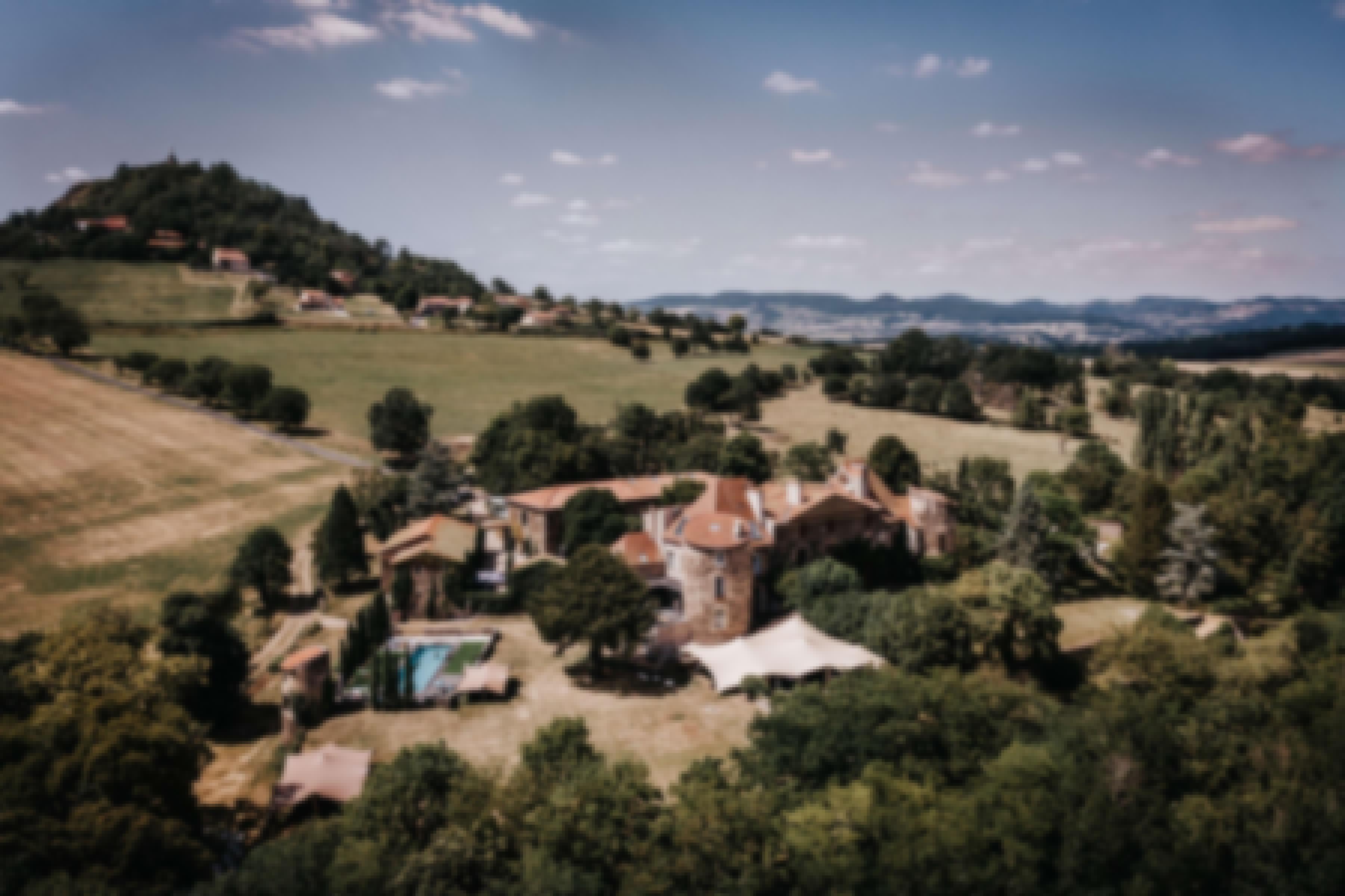 Vue aérienne du château de Bois Rigaud en Auvergne