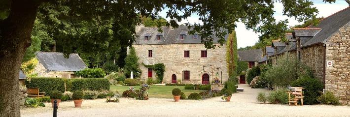photo de la façade du manoir de la Mare en Bretagne, prise lors d'un mariage en France