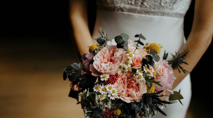 Photo d'un bouquet de mariée sur le thème champêtre.