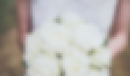 Photo d'un bouquet de mariée chic et décontracté