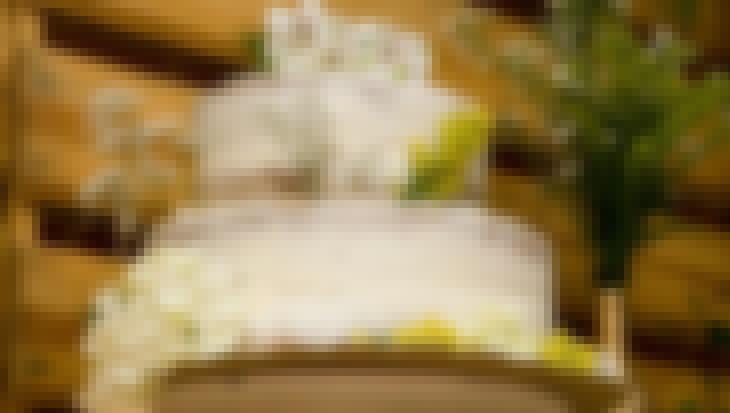 Photo d'un nude cake de mariage organisé au tour du thème du naturel et du chic