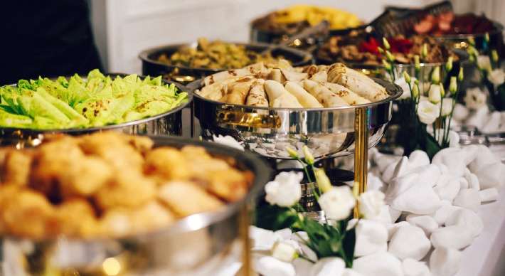Photo d'un buffet de brunch de mariage