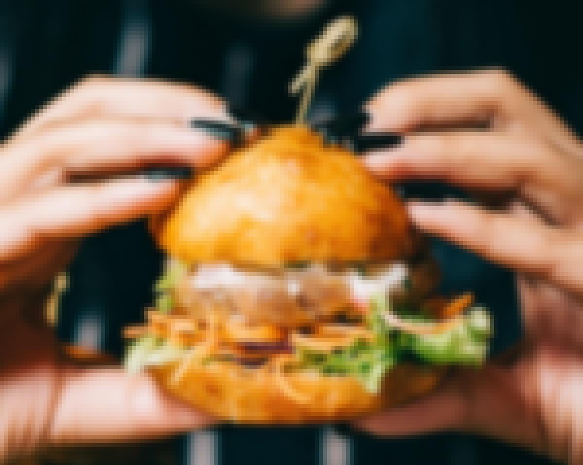 Photo d'un burger dégusté lors d'un brunch du lendemain