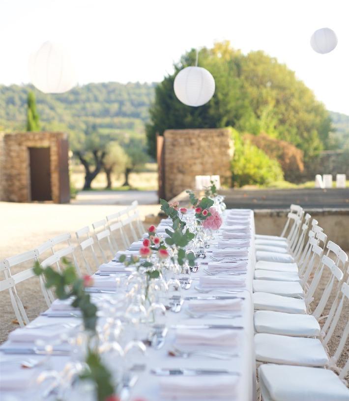 Photo d'une table de mariage décorée pour mariage