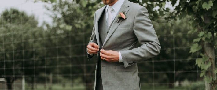 Photo d'un costume de marié