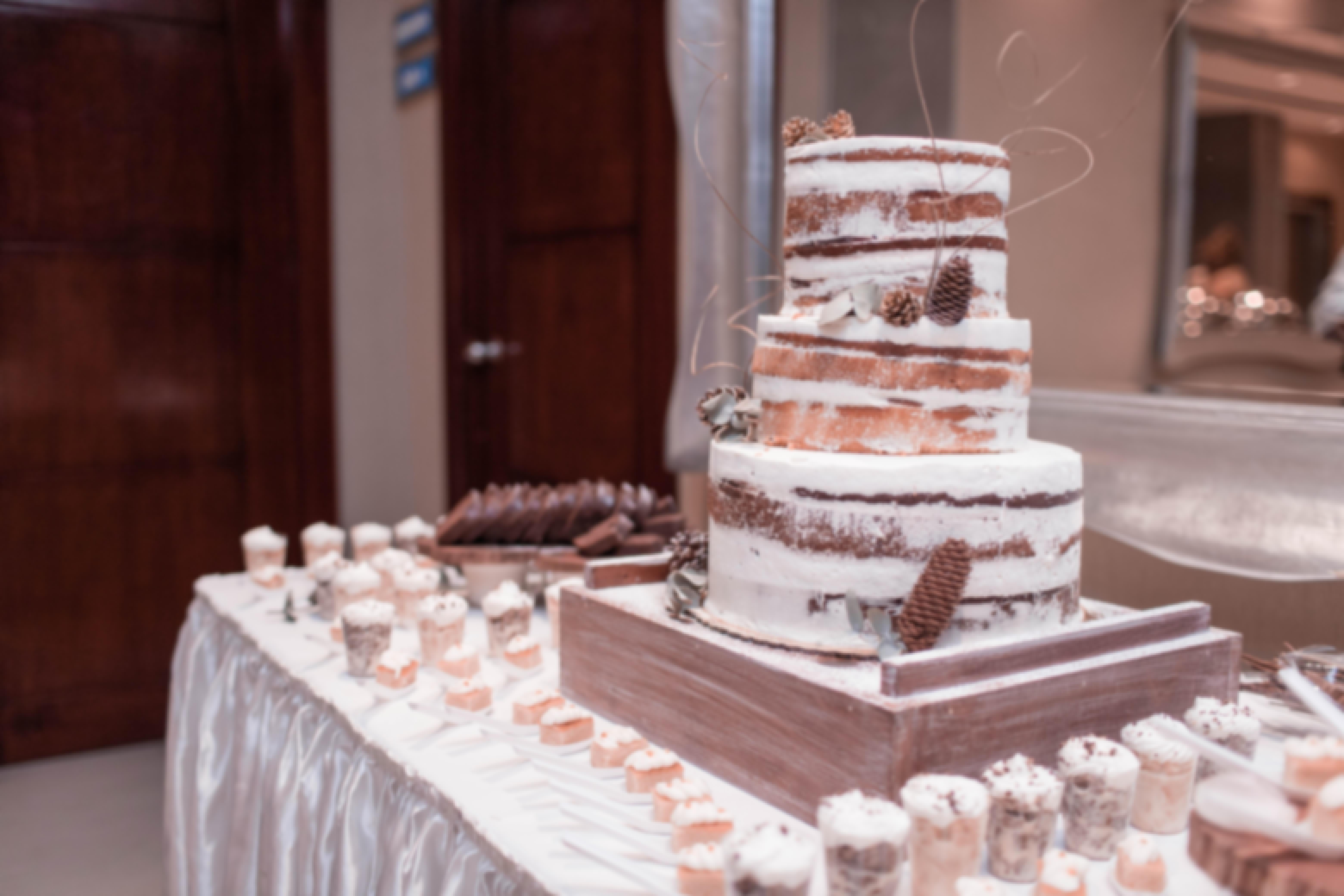 Photo d'un wedding cake préparé pour un mariage dans le Puy-de-Dôme à Clermont-Ferrand par L'Atelier Gourmand d'Eric Martins
