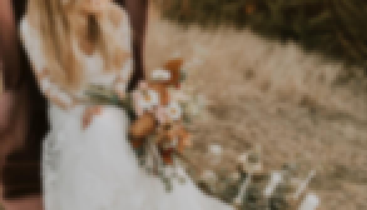 Photo d'une future mariée en Auvergne-Rhône-Alpes, préparant son mariage avec l'aide d'un wedding planner