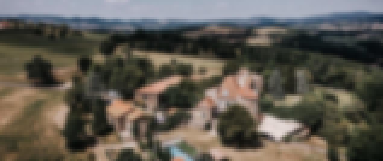 Photo prise en drône des jardins du château de Bois Rigaud près d'Issoire dans le Puy-de-Dôme