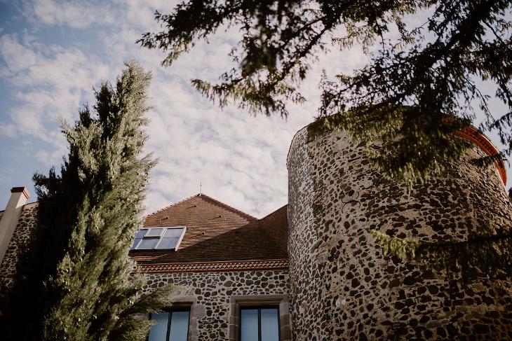 Façade du Château de Bois Rigaud dans le Puy-de-Dome prise lors d'un mariage.