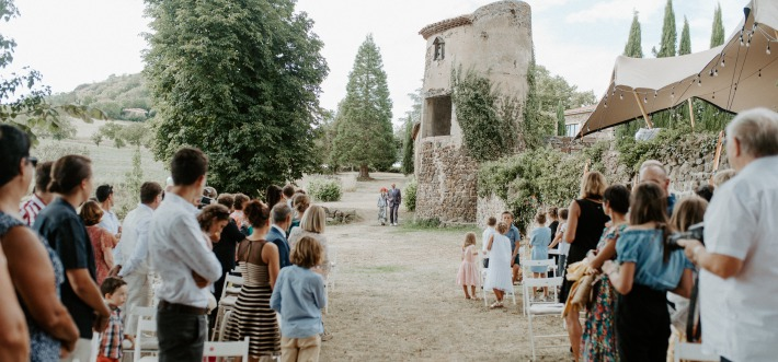 Picture of a beautiful wedding ceremony in France at Château du Bois Rigaud.