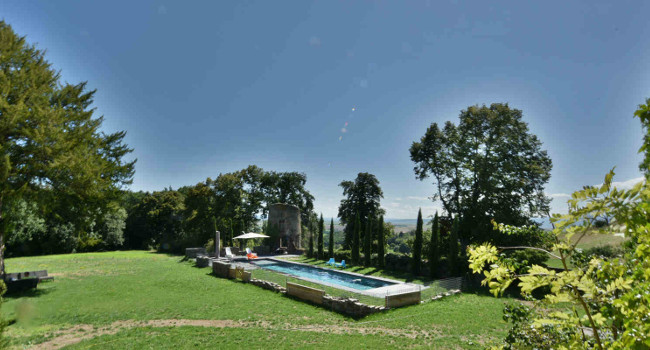 Heated outdoor swimming pool at chateau de Bois Rigaud