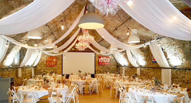The rustic barn of Château de Bois Rigaud, decorated for a wedding