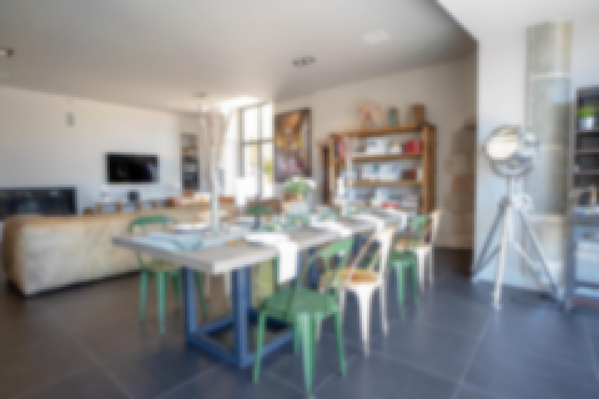 salle à manger du gîte de groupe 20 personnes en Auvergne.